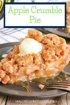Homemade apple crumble pie is quickly becoming one of my favorite apple pie recipes. It is so simple and easy to make and is a crowd favorite dessert! Best Apple Crumble Pie Recipe, Best Apple Pie, Apple Pie Recipes, Apple Pie Crumble Topping, Apple Crumb Pie, Homemade Apple Pies, Thanksgiving Recipes, Easy Meals, Simple