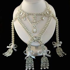 The Marie Antoinette Necklace - The loudest scandal of the 18th century engulfed the jewel which did not belong to the crown of  France.  In 1785 the Comtessa de la Motte had the necklace delivered to her.  It was the most expensive jewel of the era.  She in turn was supposed to take it to Marie Antionette but she stole it instead.  Her accomplice was arrested and imprisoned, but she escaped prison and took refuge in London.