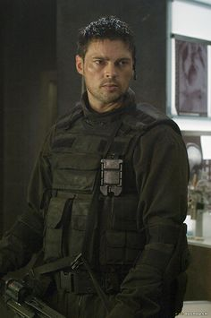 Karl Urban, BTS, Doom (from http://www.karl-urban.us/gallery/), edited and enhanced by Kathleen Adams because that's what you have to do with virtually everything from Doom if you want to see Karl instead of impenetrable murk. ;-) Isn't he a perfectly gorgeous badass?
