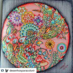 Instagram media florestaencantadatop - Repostei do @desenhosparacolorir, mas quem fez foi Maria Cecilia de Marchi Pires (Se alguém souber o instagram dela, favor marcar)! ❤️ ・・・  #mandalafet #fundofet #coloridofet  Jardim Secreto ________________________________________ ✨ Mande sua foto por Direct ou utilize a #florestaencantadatop e apareça aqui também! ✨ ・・・ Siga os IGs @florestaencantadatop e @jardimsecretotop para receber atualizações com melhores pinturas, tutos e dicas para vocês…