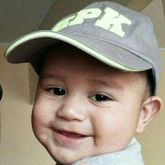 #Neythan luce hoy  su #gorra de #EPK y como siempre su #sonrisa. #expresionesdebebe