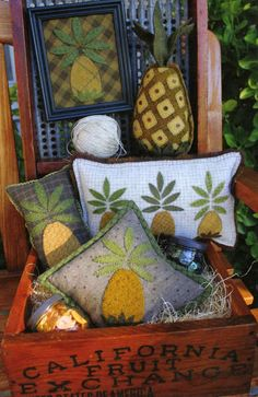 Primitive Gatherings Pineapple Pattern for wool penny rugs Penny Rug Patterns, Wool Applique Patterns, Applique Cushions, Felt Applique, Pinapple Decor, Primitive Gatherings, Primitive Folk Art, Primitive Decor, Pineapple Pattern
