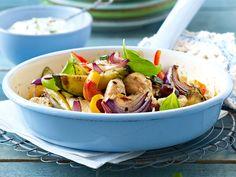 Leichte Hähnchen-Gemüse-Pfanne mit Basilikumquark