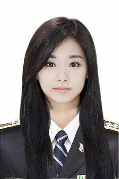 Is this a photoshop? Pretty Asian, Beautiful Asian Women, Nayeon, Kpop Girl Groups, Kpop Girls, Chou Tzu Yu, Tzuyu Twice, Dahyun, Asian Celebrities