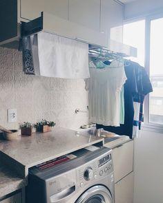 • • para quem pediu a foto do varal embutido aberto. Solução para quem tem pouco espaço. #marcenariaplanejada #apartmenttherapy