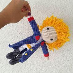 Pequeno Príncipe!♥ - Little Prince #amigurumi #crochê #feitoamao #ganchillo #hechoamano #handmade #crochet #nursery #maternity #baby #quartodebebê #decoração #babyroom #decor #babydecor #pequenoprincipe #litlleprince #abmcrafty  #crafty #bonecodecroche #festainfantil #partydecor #decorababy #party #festa #cabeludo #festejandoemcasa #encontrandoideias