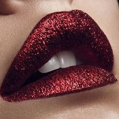 JOIN THE GLITTERATI ⚡️⚡️⚡️ Mesmerized by this glamorous garnet pout created by…