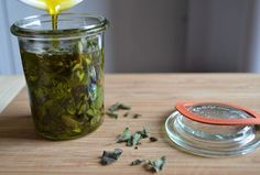"""Most of you are probably unaware of the fact that oregano oil is the most powerful natural antibiotic known to science. According to HealthLine: """"Oregano . Oregano Plant, How To Make Oil, How To Make Homemade, Home Remedies, Natural Remedies, Herbal Remedies, Oregano Oil Benefits, Apple Cider Vinegar Benefits, Flu"""