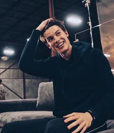 """comment """"shawn"""" letter by letter without being interrupted if you love him ! Pretty Boys, Cute Boys, Harry Styles, Fangirl, Bae, Mario, Shawn Mendes Cute, Shawn Mendes Wallpaper, Mendes Army"""
