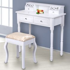 Schminktisch mit Ornament und Hocker | Lovely dressing table with ornament and stool |  Buy @ Jago24