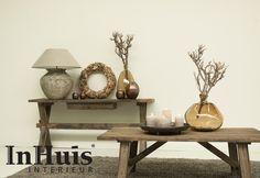 Een inspirerende foto met een van onze houten bijzettafels. Combineer ze net als op deze foto met zand tinten en creëer zo een leefbare warme plek in uw huis.Voor meer informatie over de meubels neem dan contact met ons op via info@inhuisinterieur.nl of neem een kijkje op onze website.   #interieur #landelijk #lamp #InHuis #hout #wood #tafel #bijzettafel #kleed #accesoires
