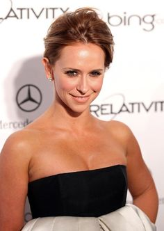 Jennifer Love Hewitts elegant, updo hairstyle