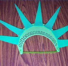 Statue of liberty hat.... Can't wait to make these for @Kelly Rodriguez and I for our trip to see Paul.