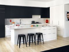 mooie ruime keuken met bar