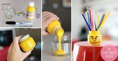 Skavileka.se- LEGObutiken på nätet!  Du behöver: Barnmatsburk (eller liknande) Gul akrylfärg Svart märkpenna   Gör så här: Häll i akrylfärgen i burken så att hela insidan täcks. Låt torka. Rita ett legoansikte på utsidan. Färdigt!