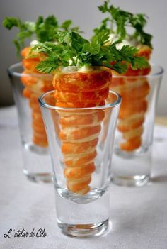 Hello, Today I prepared small treats in two versions, one salty and the other sweet … Source Easter Recipes, Appetizer Recipes, Fingerfood Party, Cooking Recipes, Healthy Recipes, Food Decoration, Mini Foods, Appetisers, Antipasto