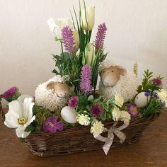 Bunny Crafts, Flower Crafts, Easter Crafts, Easter Flower Arrangements, Easter Flowers, Spring Projects, Spring Crafts, Diy Crafts And Hobbies, Easter Wreaths