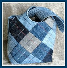 Текстильные фантазии и не только: Сумки из джинсов ~ Denim Bag ~ neat idea, love the colored thread