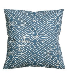 Blue. Cushion cover in cotton slub-weave fabric with a printed pattern. Concealed zip.