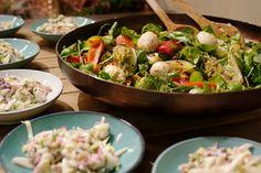 Dit zijn twee lekkere salades die perfect bij een buffet of bij hapjes passen.