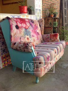 Ateliando - Customização de móveis antigos    Sofá antigo todo restaurado, customizado pelo Ateliando no Tempo