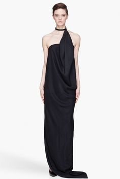 Few things are as covetable and as versatile as a black silk dress. Whether it's a sophisticated A-line dress for a work meeting or a flirty frock for an evening soiree, an is a timeless staple to have in your wardrobe, during the holiday season and all year round.