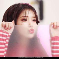 "145 lượt thích, 2 bình luận - IU (@iu.uaena.shire) trên Instagram: ""#IU MV BTS #Palette @dlwlrma #endingscene #iu #loen #kpop #uaena #kdrama #leejieun #dlwlrma…"""
