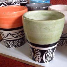#seramik #çini #iznik #bursa #turkey #türkiye #mutfak #kupa #fincan #çeyiz #dekor #desen #geometri #hediyelik #evdekorasyonu #hediye #elsanatı #elyapımı #ceramics #pottery #kitchen #kitchenware #kafe #cafe #coffee #coffecups #cup #çinimini #onemorecupofcoffeefortheroad