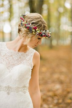 cute curly blonde short wedding hairstyles for brides