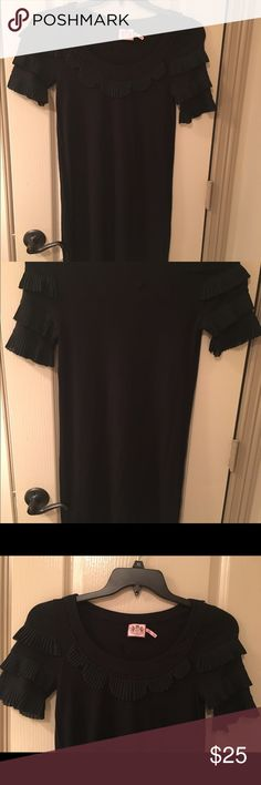 Super cute Juicy dress Cute and comfortable juicy dress. Can be dressed up with heels or worn with flats or sandals, adorable ruffle detail on sleeves and neck. Great condition. Juicy Couture Dresses
