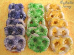Make Mardi Gras Pretzels- Easy Party Food! Did these to bring a small bit of our home state to my sons class in the north part of the us. They we all so cute with their mask and goodies bags.