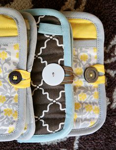 DIY emergency clutch using a potholder. So cute + so genius! #diy #sewingproject #gift