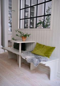 Swedish House, Bradford, Decorating Blogs, Elle Decor, Country Decor, Entryway Bench, New Homes, Cottage, Interior Design