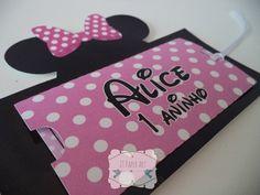Convite com corte especial da Minnie rosa. Pode ser feito em vermelho ou para o tema Mickey Mouse R$ 2,80