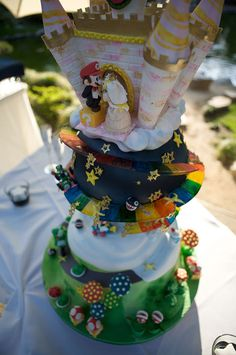 This super mario wedding cake is so awesome!