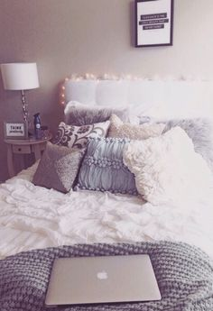 grey bedding this would be perfect for a dorm room! So cozy Apartment Decoration, Dorm Decorations, Dream Rooms, Dream Bedroom, Teen Bedroom, Girl Bedrooms, Modern Bedrooms, Ideas Dormitorios, Bed In A Bag