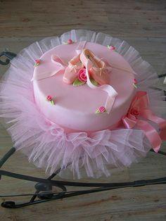 Such a beautiful cake :)