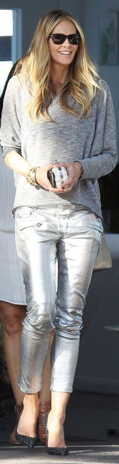 GOSTO desse visual... Tem um quê de despojamento... E o comprimento da calça é um dos meus favoritos... <3 Elle Macpherson