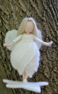 Artículos similares a Star fairy Ornament Waldorf inspired needle felted /soft sculpture: Wool white fairy en Etsy Felt Angel, Wool Dolls, Needle Felting Tutorials, Felt Fairy, Needle Felted Animals, Fairy Dolls, Felt Toys, Soft Sculpture, Felt Christmas