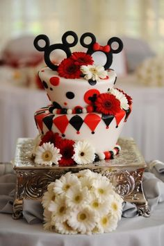 mine disney food mickey mouse Pixar Alice In Wonderland the little mermaid cinderella minnie mouse WallE Monorail dftw * disney's fairy tale wedding wedding cakes the sword in the stone Mickey And Minnie Wedding, Bolo Minnie, Minnie Cake, Pretty Cakes, Cute Cakes, Beautiful Cakes, Amazing Cakes, Yummy Cakes, Comida Disney