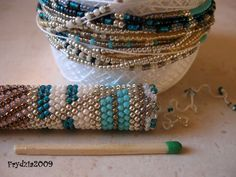 Bead crochet showing 20 beads around. Needs translation.  Very clear pictures. #Seed #Bead #Tutorial