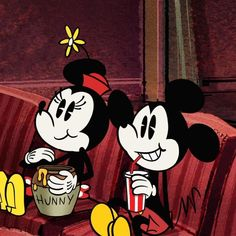 😚Minnie and Mickey seeing the new lion 🌠😎king 🎆 Mickey Cartoons, Mickey Mouse Cartoon, Mickey Mouse And Friends, Minnie Mouse, Walt Disney, Disney Frozen, Disney Mickey, Disney Fan Art, Disney Love