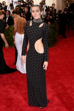 """Met Gala Looks 2015 - Miley Cyrus in Alexander Wang. """"Miley's Alexander Wang look is young and edgy without being inappropriate. I love the high neckline. Punk Rock Outfits, Mode Outfits, Anna Wintour, Sarah Jessica Parker, Gala Dresses, Red Carpet Dresses, Nice Dresses, Gala Gowns, Prom Gowns"""