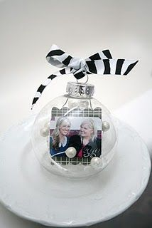 photo in clear ornaments....i have made many but never thought to put a photo in!