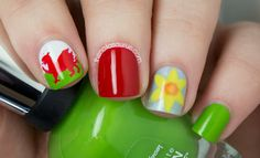 I have never been able to decide whether I'm English or Welsh as my family is English and I was. Saint David's Day, Uk Nails, Nail Art Blog, Saint Davids, Patriotic Nail, Nail Designs, Glitter, Welsh, Rugby