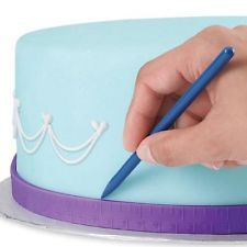 Measure cakes for easy placement of accents and borders using this Wilton Cake Measuring Tape. Wilton Cake Decorating Supplies, Cake Supplies, Baking Supplies, Cookie Decorating, Decorating Tips, Baking Tools, Cupcakes Decorating, Baking Ideas, Cake Cookies