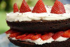 Chocolate & strawberry cake Chocolate Strawberry Cake, Evo, Cheesecake, Goodies, Sweets, Desserts, Cheesecake Cake, Treats, Sweet Pastries