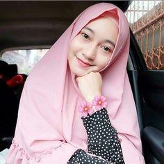 Hijabi Genit: Beautiful Heavenly Angels Full of Smiles Ootd Hijab, Girl Hijab, Hijab Chic, Hijab Dress, Hijab Outfit, Muslim Fashion, Hijab Fashion, Indonesian Girls, Hijab Tutorial