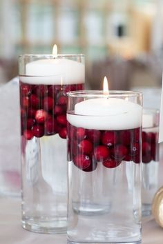 Inexpensive table decorations - 70 ideas that you can easily replicate - cheap table decoration cranberries floating candles - Cheap Table Decorations, Xmas Decorations, Winter Christmas, Christmas Holidays, Christmas Crafts, Wedding Ideas Christmas, Deco Table Noel, Deco Floral, Floral Design