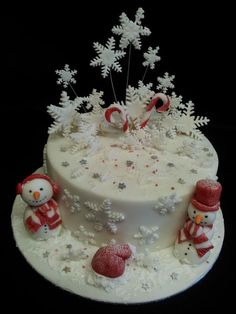 50 Fantastic Christmas Cake Ideas The only inspiration you need to make your best Christmas cake. Browse our gallery of 50 brilliant Christmas cake ideas. Christmas Cake Designs, Christmas Cake Decorations, Christmas Cupcakes, Holiday Cakes, Christmas Desserts, Christmas Treats, Christmas Baking, Xmas Cakes, Beautiful Cakes
